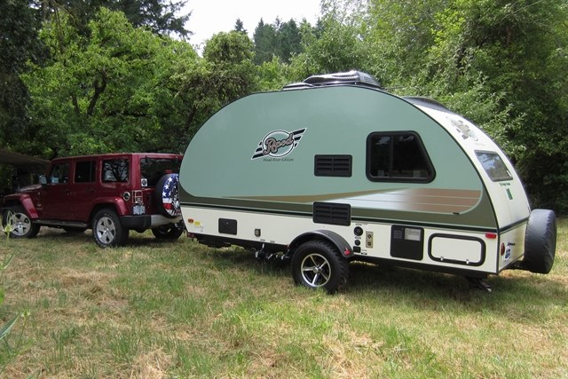 pictures of tow vehicles and trailers r pod owners forum. Black Bedroom Furniture Sets. Home Design Ideas